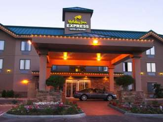 holiday inn express vernon view at dusk